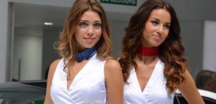 Парижский автосалон - 2012: а ну-ка, девушки!