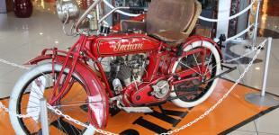 Выставка ретро-байков Harley Davidson