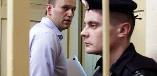 Суд приговорил Навального к пяти годам тюрьмы