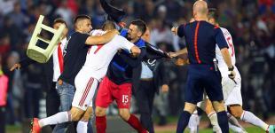 Фанаты срывают матч Сербии и Албании