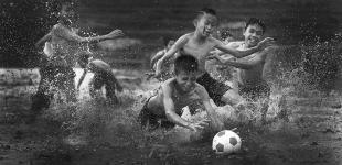 Черно-белый мир маленьких фотографов