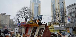 Возле станции метро «Политехнический институт» в Киеве снесли киоски
