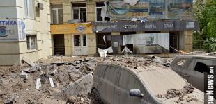 Потрощені авто та фонтан до 7 поверху: у Києві прорвало трубу