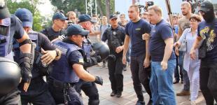 Митинг под Одесской мэрией: потасовка между активистами и полицией