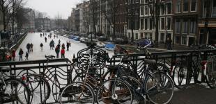 Каналы Амстердама во льду