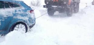 Рятувальники продовжують надавати допомогу Укравтодору та водіям