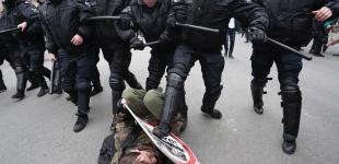«Он нам не царь»: жесткий разгон протестующих в центре Москвы