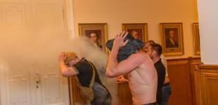 Дымовые шашки, газ и драки: горячая сессия Харьковского горсовета