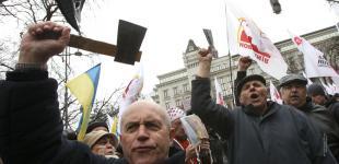 К Януковичу пришли с топорами