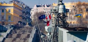 «Санта Марія» і «Торонто»: до порту Одеси увійшли військові кораблі НАТО