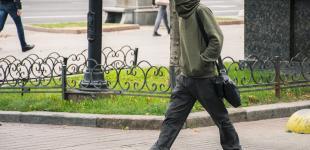 Осенняя столица в лицах: как жители Киева спасаются от ветра и холода