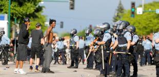 Протесты в США: Миннеаполис в огне после смерти афроамериканца во время ареста