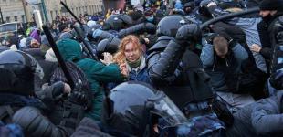 Мітинги за Навального в Росії: бійки, кров та тисячі затриманих