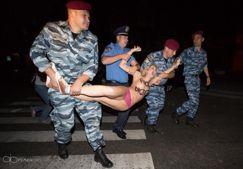 Секс издевательство над девочкой 25 фотография