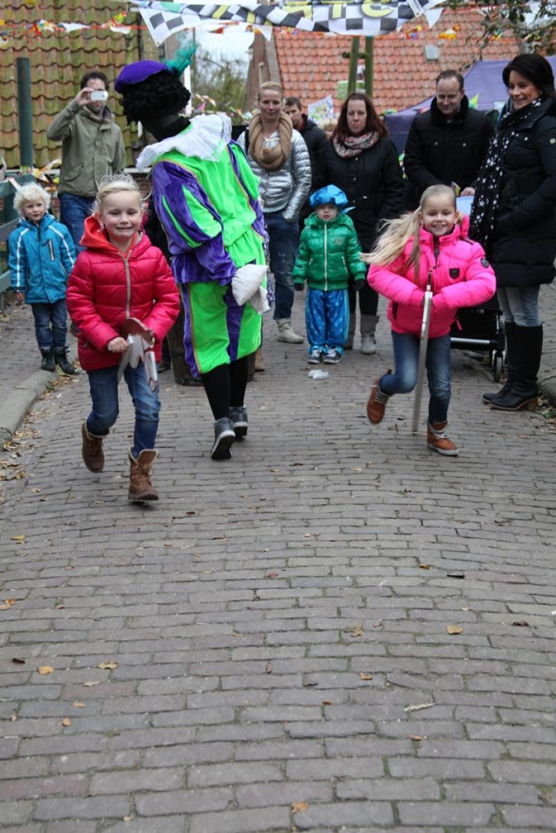 Гаага, голландия - 5 декабря: шииты мусульман носить hussayns гроб в параде фестиваля ашура 5 декабря 2011 года в