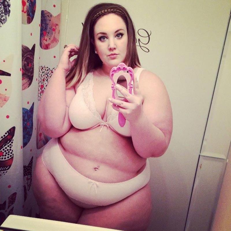 Жирная женщина в душе