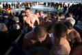 Виталий Кличко и 30 украинских мэров вместе нырнули в Днепр на Крещение