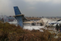В Непале пассажирский самолет рухнул на футбольное поле