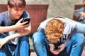 Онлайн-технологии создают нагрузку на психику подростков - ВОЗ