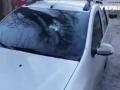 В Днепре неизвестный крушит стекла автомобилей