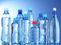 В минеральной воде в пластиковых бутылках нашли микропластик