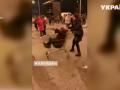 Две пенсионерки устроили заезд на тележке из супермаркета в Днепре