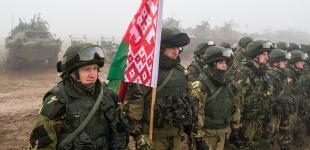 Лукашенко хочет отправлять студентов в армию на каникулах
