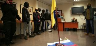 Российский центр культуры в Киеве «разрисовали» и сожгли российский флаг