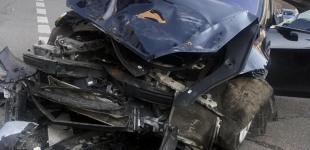 В Киеве Range Rover после столкновения с Tesla отбросило на пешеходов, четверо пострадавших