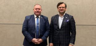 Кулеба обсудил с главой МИД Молдовы развитие формата ассоциированного трио