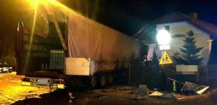 В Польше украинец уснул за рулем грузовика и въехал в жилой дом