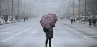 Киев накроет мокрый снег, на дорогах - гололедица