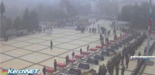 В Керчи прощаются с погибшими в бойне, в городе траур