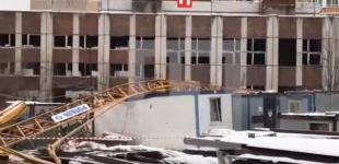 В Москве на стройплощадке рухнул 20-метровый башенный кран