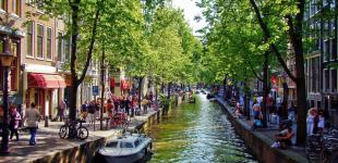 В Амстердаме запретили открывать новые магазины, закусочные для туристов
