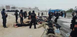 Стройка на Осокорках: полиция отловила еще 40 вооруженных титушек