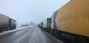 На российско-украинской границе скопление фур