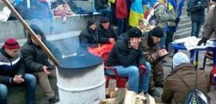 Яценюк призвал Майдан стоять до выборов 2015 года
