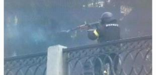 Есть видео, на котором человек в форме «беркутовца» стреляет как в сторону Майдана, так и в правоохранителей – Богословская