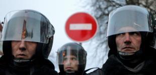 Спецназ прорвал оцепление людей под Киевом и едет в город