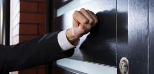 Украинцев выселяют из квартир за долги: кто виноват и что делать