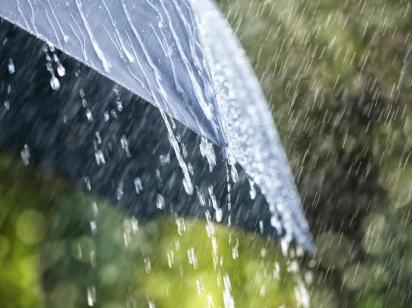 Таких ливней осенью еще не было: в Украину идет жуткая непогода