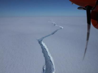 От Антарктиды откололся новый гигантский айсберг