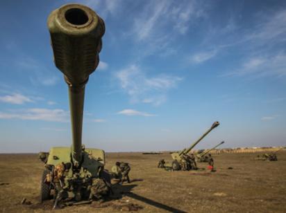 На Донбассе шквал обстрелов, Счастье разрушено