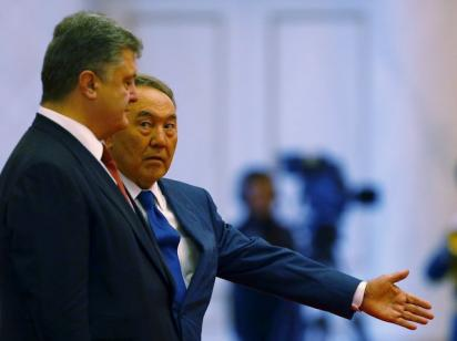 Жизнь в страхе: зачем Назарбаеву визит Порошенко