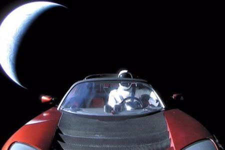 Астрономы назвали дату сближения Tesla с Марсом