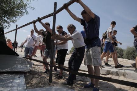 Забудовникам на Осокорках погрожують фізичною розправою та зброєю