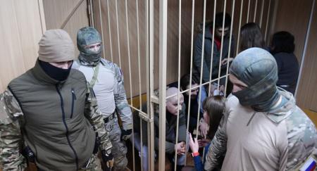 Своих не бросаем: Суд Москвы оставил под арестом украинских моряков