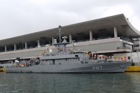 1200px-20091205-Piraeus-P67_Roussen