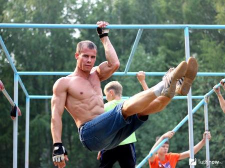 1489768783_kak-trenirovatsya-na-turnikah-i-brusyah-vesnoy_05.07.18